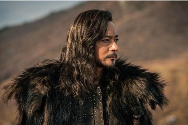Khi 2 quý ông đã vợ Jang Dong Gun và Song Joong Ki đại chiến: Thành công từ sự nghiệp đến tội đồ cướp đi quốc bảo xứ Hàn! - Ảnh 10.