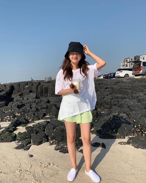 Street style các hot girl bán hàng Hàn Quốc tuần qua: 10 cách lên đồ không chụp OOTD hơi phí cho cuối tuần lẫn du lịch nghỉ dưỡng - Ảnh 8.
