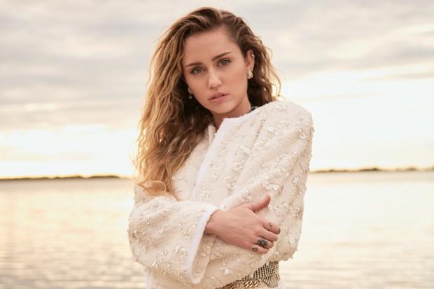 Miley Cyrus: Nàng công chúa Disney chinh phục cả thế giới và chàng hoàng tử đời mình bằng cái điên bản năng - Ảnh 17.