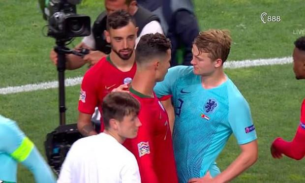 Vừa giành chức vô địch Nations League, Ronaldo hóa thân làm siêu cò, chèo kéo cầu thủ đẹp trai nhất tuyển Hà Lan - Ảnh 2.