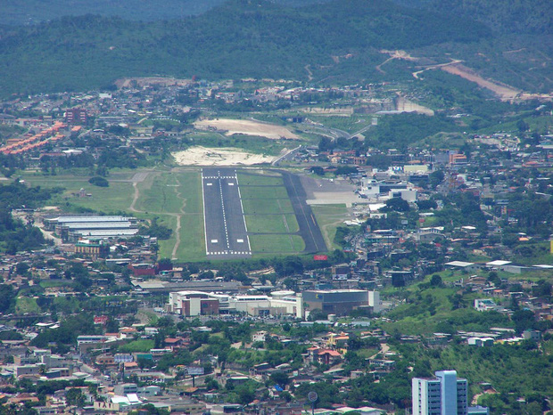 9 sân bay tọa lạc ở nơi chênh vênh hiểm trở như tận cùng thế giới, vị trí thứ 8 mang tên Cristiano Ronaldo - Ảnh 6.