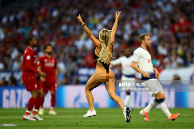 Cô gái làm loạn trận chung kết Champions League tuyên bố được nhiều cầu thủ Liverpool tán tỉnh, hứa sẽ thực hiện thêm nhiều phi vụ nữa - Ảnh 1.