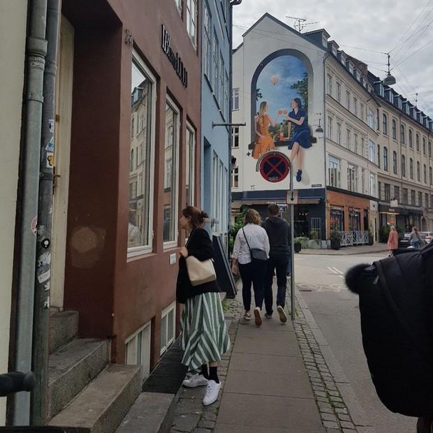 Chỉ có thể là Suzy: Đi du lịch châu Âu mà chụp hình... nhìn như ở Ba Vì, may là chị vẫn đẹp nên fan tha thứ hết! - Ảnh 12.