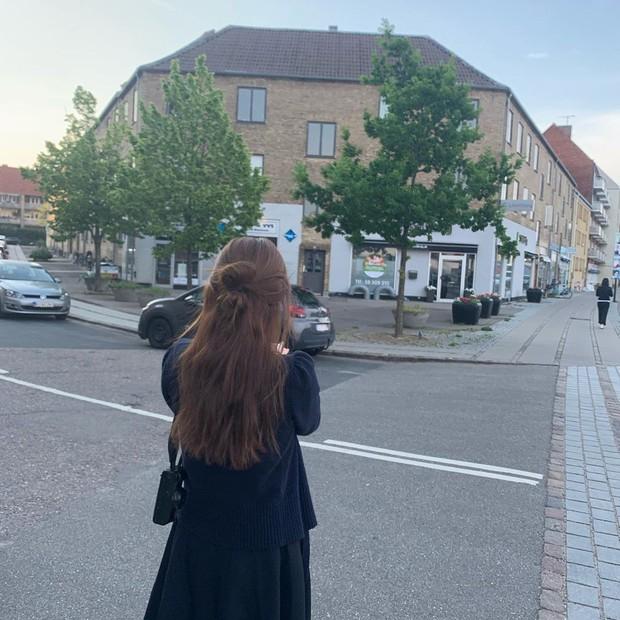 Chỉ có thể là Suzy: Đi du lịch châu Âu mà chụp hình... nhìn như ở Ba Vì, may là chị vẫn đẹp nên fan tha thứ hết! - Ảnh 14.