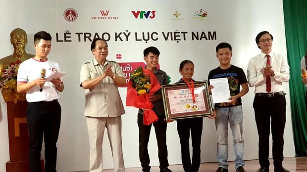 Kênh Youtube của bà Tân Vlog được nhận bằng xác lập kỷ lục Việt Nam - Ảnh 2.