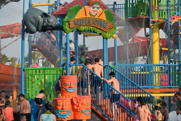Lượng khách đổ về công viên nước hiện đại nhất Thủ đô tăng đột biến vào buổi chiều ngày khai trương - Ảnh 9.