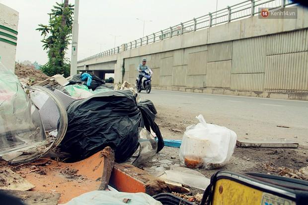 Chùm ảnh: Vừa hoạt động 3 tháng, con đường mang tên nhà tư sản Trịnh Văn Bô đã ngập ngụa rác thải - Ảnh 9.