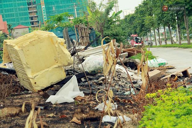 Chùm ảnh: Vừa hoạt động 3 tháng, con đường mang tên nhà tư sản Trịnh Văn Bô đã ngập ngụa rác thải - Ảnh 4.