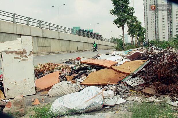 Chùm ảnh: Vừa hoạt động 3 tháng, con đường mang tên nhà tư sản Trịnh Văn Bô đã ngập ngụa rác thải - Ảnh 7.