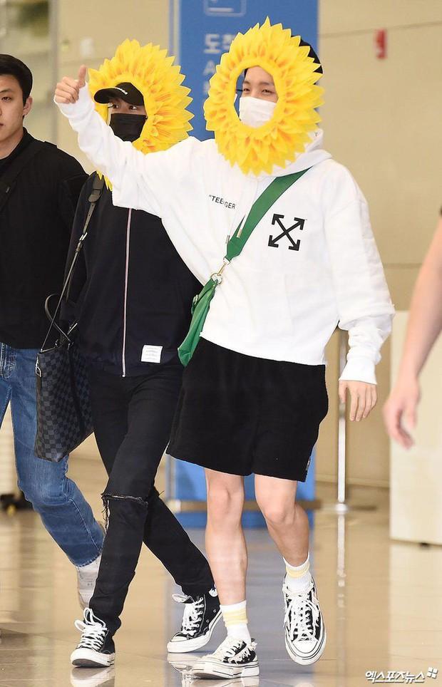 Hôm nay ra sân bay mặc gì thế BTS? - Một bó hoa hướng dương vàng tươi biết hát! - Ảnh 3.