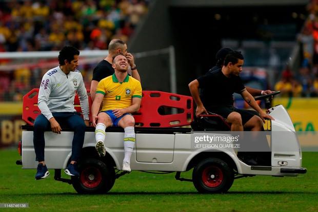 Lè lưỡi ngao ngán với hành động cực phi thể thao trong trận giao hữu: Sao Brazil có nguy cơ bỏ lỡ giải đấu vô địch châu Mỹ vì pha vào tắc bóng này - Ảnh 4.