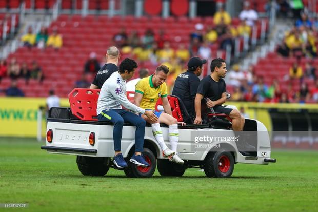 Lè lưỡi ngao ngán với hành động cực phi thể thao trong trận giao hữu: Sao Brazil có nguy cơ bỏ lỡ giải đấu vô địch châu Mỹ vì pha vào tắc bóng này - Ảnh 3.