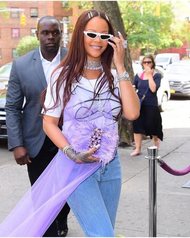 Rihanna luôn là chị thiên hạ: mix đồ bất hợp lý mà dân tình vẫn hợp lý vô cùng - Ảnh 1.