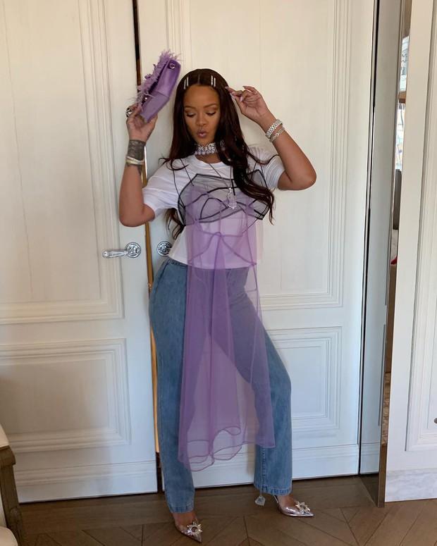 Rihanna luôn là chị thiên hạ: mix đồ bất hợp lý mà dân tình vẫn hợp lý vô cùng - Ảnh 2.