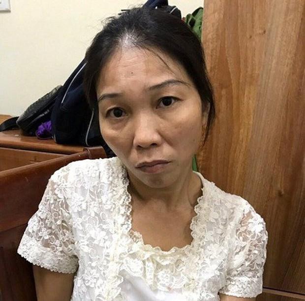 Vừa ra tù, nữ quái lại bị bắt khi móc túi ở nhà chờ xe buýt tại Hà Nội - Ảnh 1.