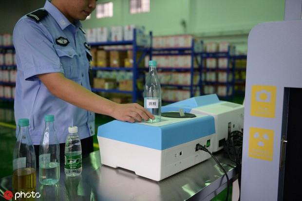 Tù nhân Trung Quốc được dùng cả máy mua sắm online, order liền tay 100.000 đồ/tháng - Ảnh 3.