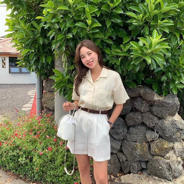 Nóng quá thì nàng công sở cứ mạnh dạn diện quần shorts nhưng để bảo toàn sự tinh tế, hãy tham khảo vài tips sau - Ảnh 8.