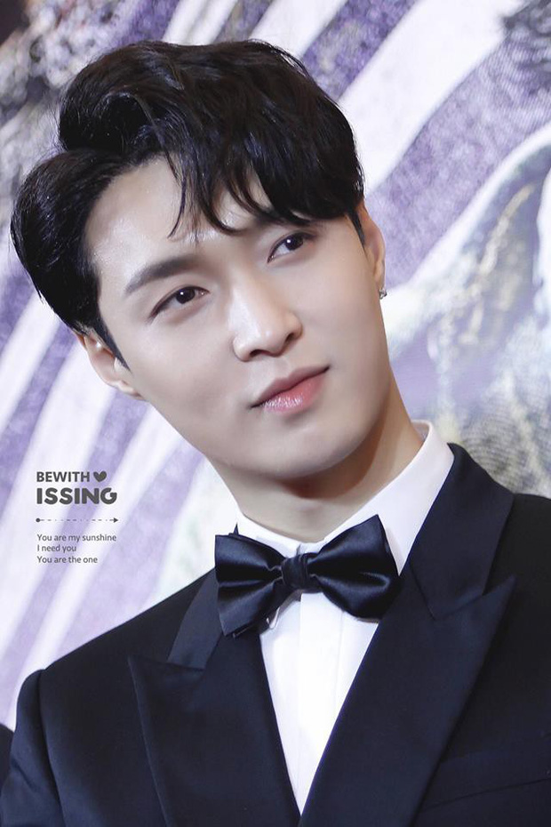 Ai mà ngờ thành viên EXO mặt học sinh này lại sở hữu body phụ huynh xịt máu mũi nhường này - Ảnh 1.
