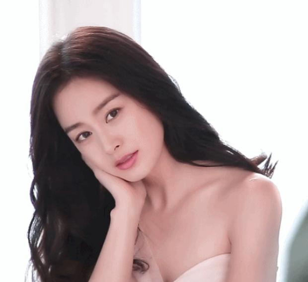 Đây là nhan sắc khiến Dispatch cũng phải mê mẩn của nữ thần sắc đẹp Kim Tae Hee khi đang mang thai con thứ 2 - Ảnh 2.