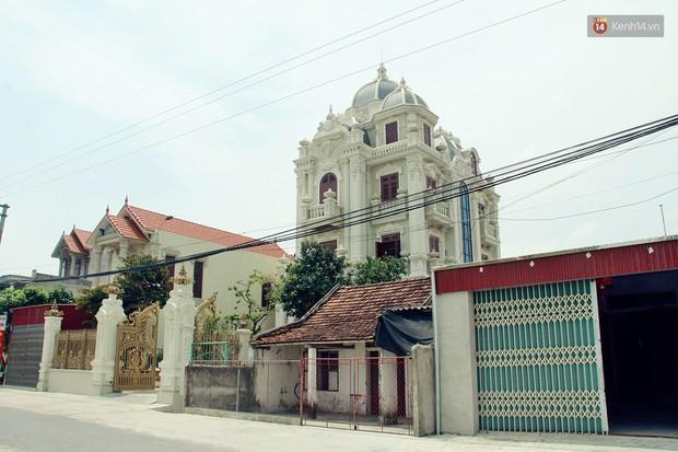 Về làng tỷ phú Nam Định chiêm ngưỡng những tòa lâu đài nguy nga tráng lệ theo phong cách Châu Âu - Ảnh 2.
