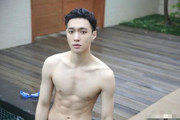 Ai mà ngờ thành viên EXO mặt học sinh này lại sở hữu body phụ huynh xịt máu mũi nhường này - Ảnh 5.