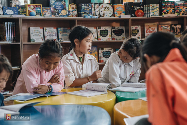 Clip: Niềm vui trong trẻo của trẻ em Tri Lễ trong ngôi trường mới giữa núi rừng biên giới - Ảnh 4.
