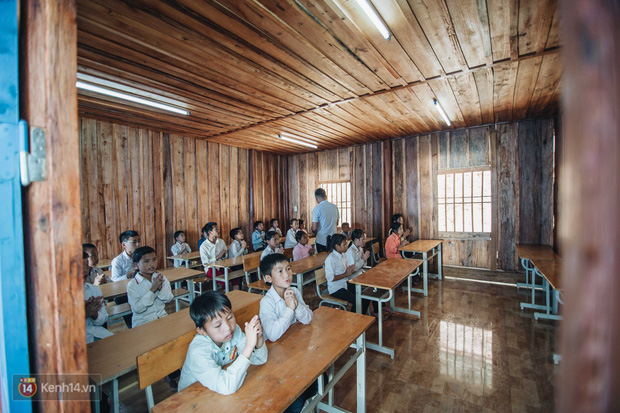 Clip: Niềm vui trong trẻo của trẻ em Tri Lễ trong ngôi trường mới giữa núi rừng biên giới - Ảnh 2.