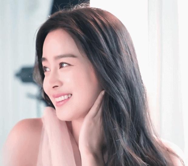 Đây là nhan sắc khiến Dispatch cũng phải mê mẩn của nữ thần sắc đẹp Kim Tae Hee khi đang mang thai con thứ 2 - Ảnh 3.
