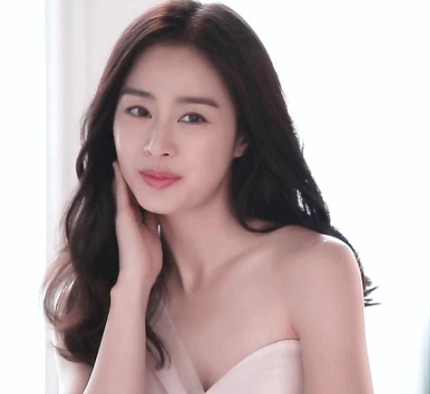 Đây là nhan sắc khiến Dispatch cũng phải mê mẩn của nữ thần sắc đẹp Kim Tae Hee khi đang mang thai con thứ 2 - Ảnh 1.