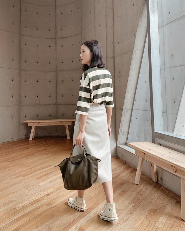 Ít ai biết rằng: Chân váy cũng có thể kéo chân dài miên man nếu bạn chọn 4 kiểu dáng này - Ảnh 2.