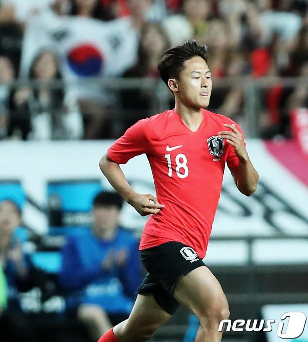 Chứng kiến cậu em út của đội chịu nỗi mất mát to lớn, Son Heung-min có hành động khiến các fan cảm thấy ấm lòng - Ảnh 3.