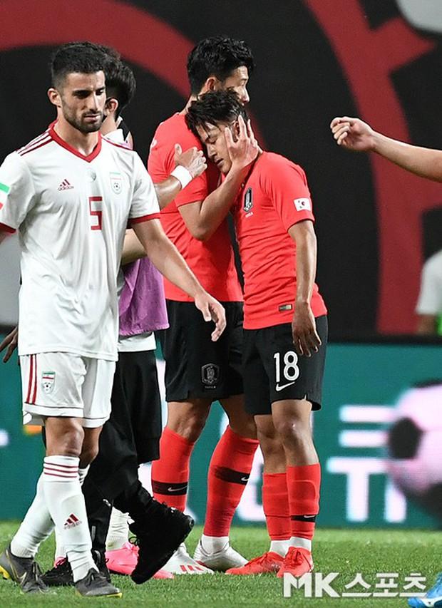 Chứng kiến cậu em út của đội chịu nỗi mất mát to lớn, Son Heung-min có hành động khiến các fan cảm thấy ấm lòng - Ảnh 4.