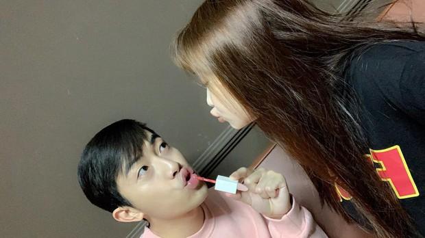 Trước thềm đám cưới siêu to khổng lồ của hot Youtuber Cris Phan - Mai Quỳnh Anh, fan lục lại khoảnh khắc lầy lội siêu cấp của cặp đôi - Ảnh 1.
