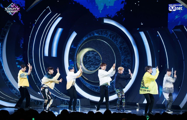 Gà JYP lại được khen nhân cách đẹp vì đi diễn về mệt vẫn tra lịch tàu chạy, giúp fan đoàn tụ với gia đình ở quê - Ảnh 3.