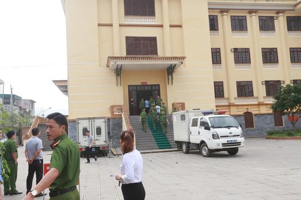 Chạy thận 8 người chết ở Hòa Bình: Hôm nay, Hoàng Công Lương lại hầu tòa - Ảnh 1.