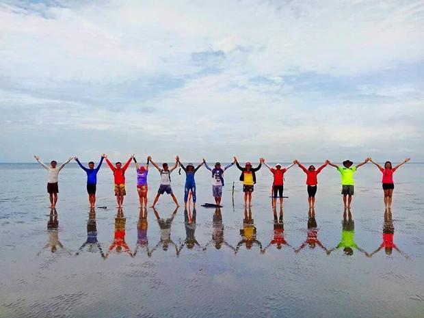 Còn nghi ngờ gì nữa, đây chính xác là trào lưu chụp ảnh nhóm hot nhất hè này: Pose dáng theo kiểu vũ trụ tình bạn - Ảnh 6.