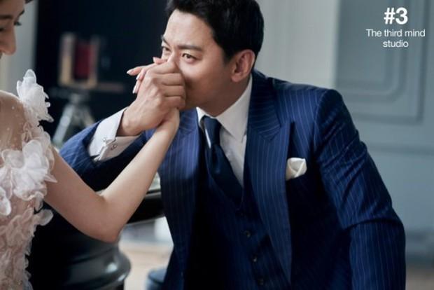 Tài tử Sắc đẹp ngàn cân khoe ảnh cưới mà dân tình chỉ dán mắt vào cô dâu đẹp như Hoa hậu, còn na ná Kim Tae Hee - Ảnh 5.
