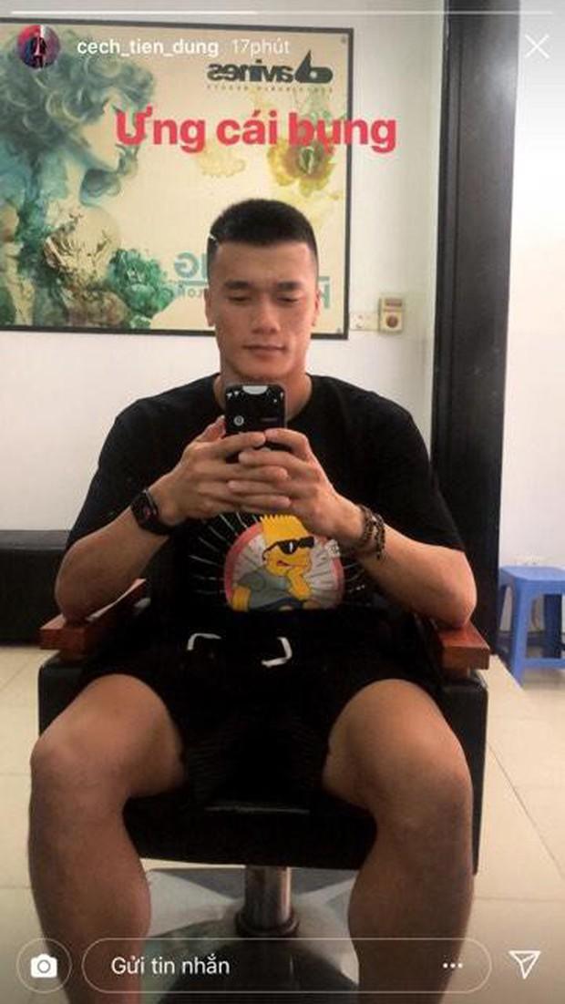 Chán để tóc xoăn hay undercut, Bùi Tiến Dũng nay lại tranh thủ cạo đầu cực ngầu sau Kings Cup 2019 - Ảnh 1.