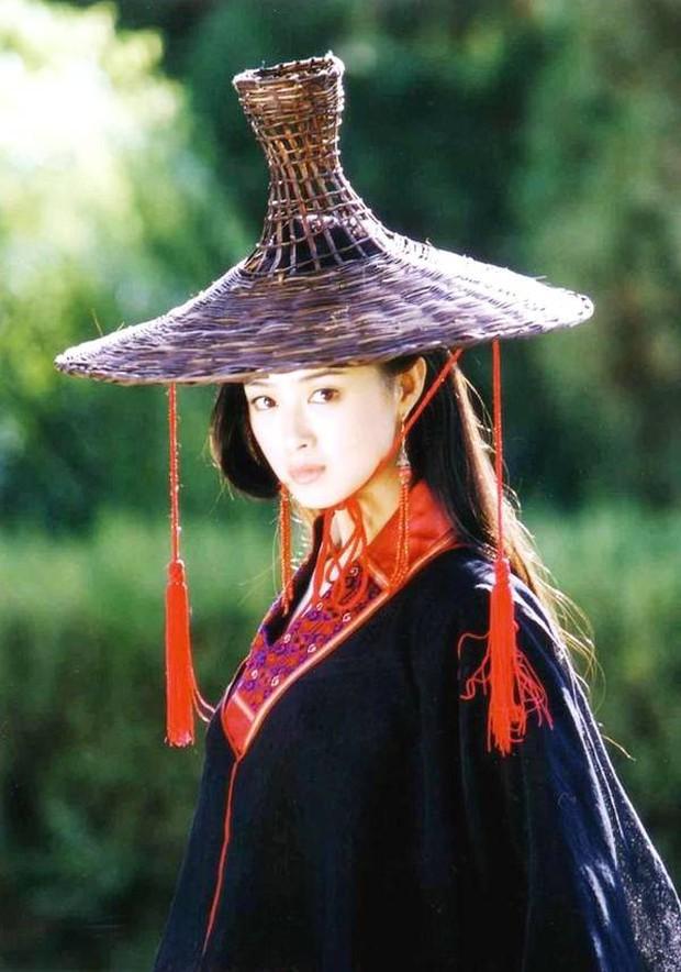Tưởng Hân: Hoa phi vé vớt sau cái lắc đầu của Phạm Băng Băng, được nhiều người yêu mến nhưng lẻ bóng ở tuổi 36 - Ảnh 5.