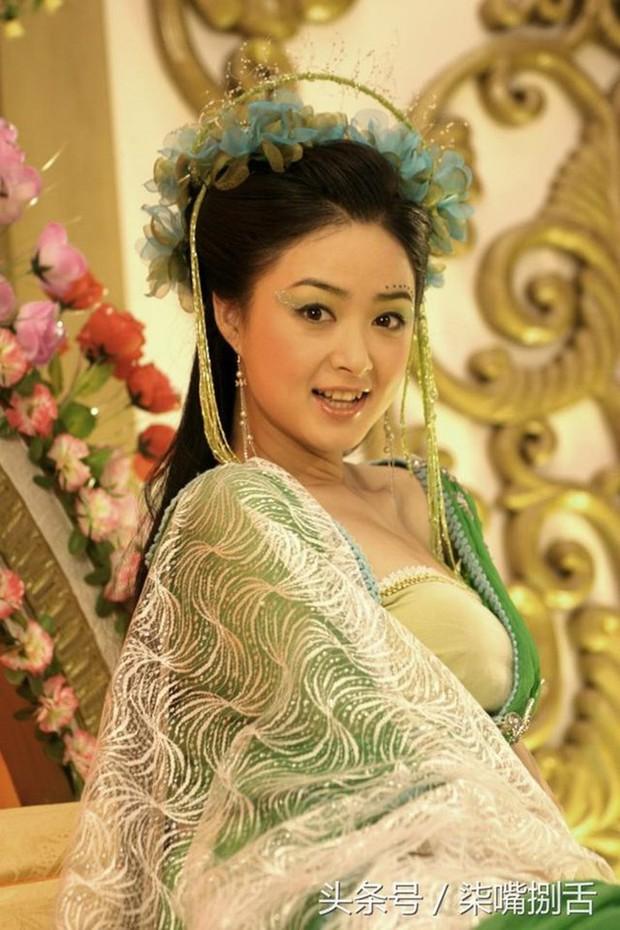 Tưởng Hân: Hoa phi vé vớt sau cái lắc đầu của Phạm Băng Băng, được nhiều người yêu mến nhưng lẻ bóng ở tuổi 36 - Ảnh 7.
