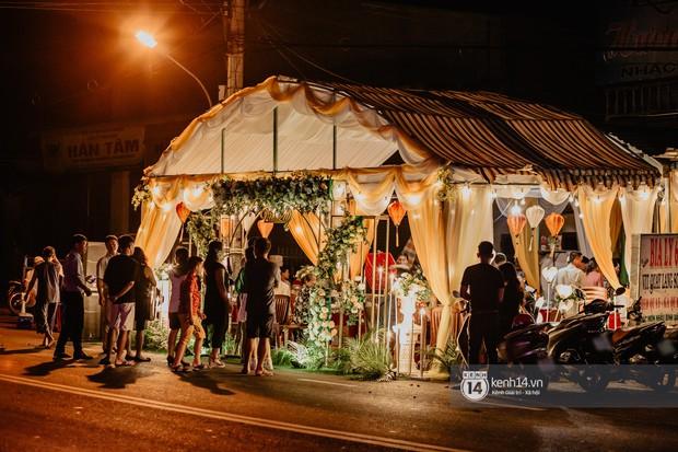 HOT: Những hình ảnh đầu tiên về đám cưới của Cris Phan - Mai Quỳnh Anh ở quê nhà Phú Yên - Ảnh 2.