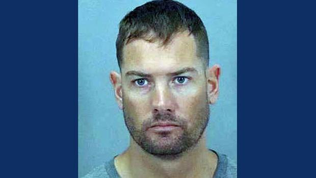 Sinh viên Mỹ chỉnh ảnh giả gái bẫy kẻ ấu dâm, ai ngờ tóm ngay được gã cảnh sát biến chất - Ảnh 3.