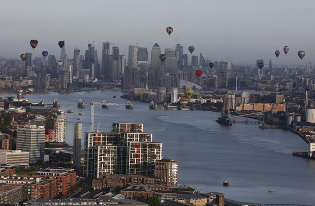 Khinh khí cầu đủ màu sắc rợp trời thủ đô London của Anh - Ảnh 11.