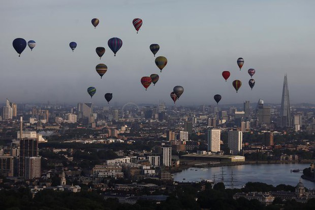 Khinh khí cầu đủ màu sắc rợp trời thủ đô London của Anh - Ảnh 9.