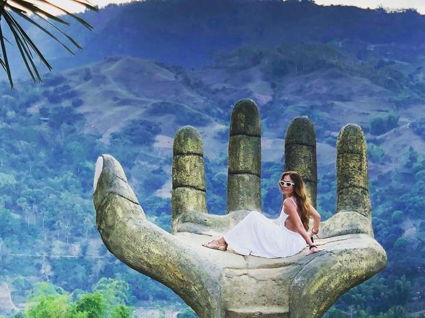 """Nổi đình nổi đám bấy lâu nay, hoá ra bàn tay sống ảo khổng lồ ở Đà Lạt chỉ là """"bản sao"""" của chỗ này! - Ảnh 10."""