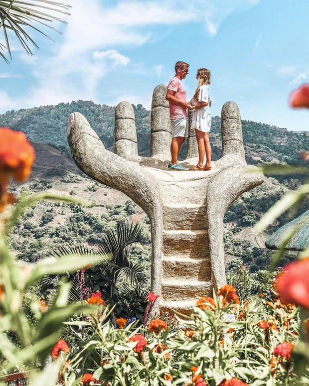 """Nổi đình nổi đám bấy lâu nay, hoá ra bàn tay sống ảo khổng lồ ở Đà Lạt chỉ là """"bản sao"""" của chỗ này! - Ảnh 9."""