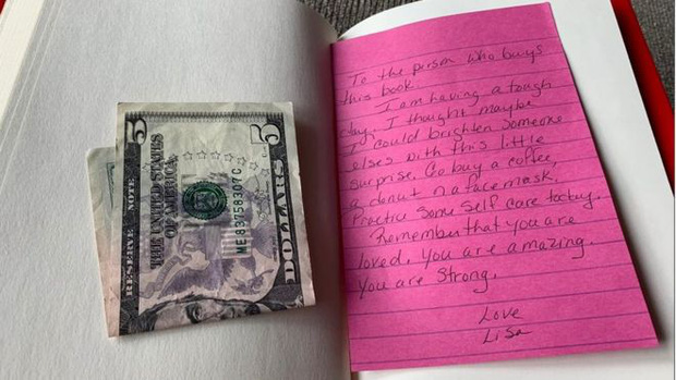 Bằng tờ 5 đô la và vài dòng nhắn gửi, một cô gái đã vô tình lan tỏa lòng tốt đến hàng ngàn người khiến cộng đồng mạng xúc động - Ảnh 1.