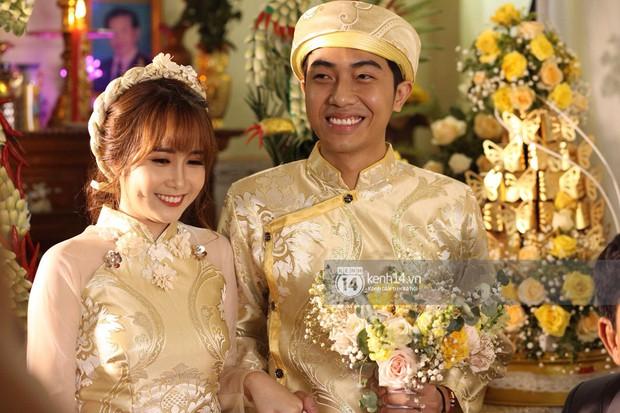 Cris Phan diện vest lịch lãm sánh đôi cùng Mai Quỳnh Anh khui sâm banh ở nhà hàng tiệc cưới - Ảnh 11.