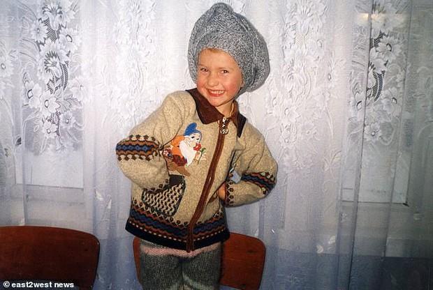 Đứa bé duy nhất sinh ra từ vùng thảm họa Chernobyl: Ăn táo khổng lồ và cá từ sông nhiễm độc nhưng 20 năm sau vẫn là một thiếu nữ xinh đẹp - Ảnh 6.