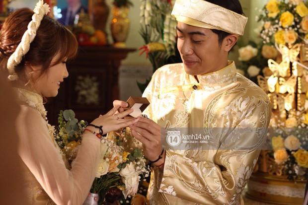 Cris Phan diện vest lịch lãm sánh đôi cùng Mai Quỳnh Anh khui sâm banh ở nhà hàng tiệc cưới - Ảnh 12.